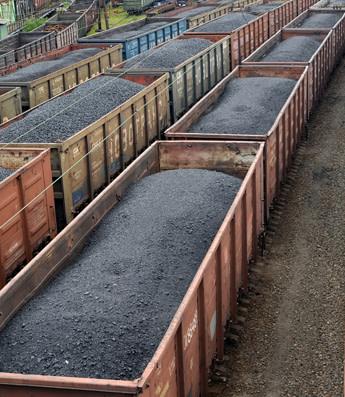 Železniční vozy s černým uhlím